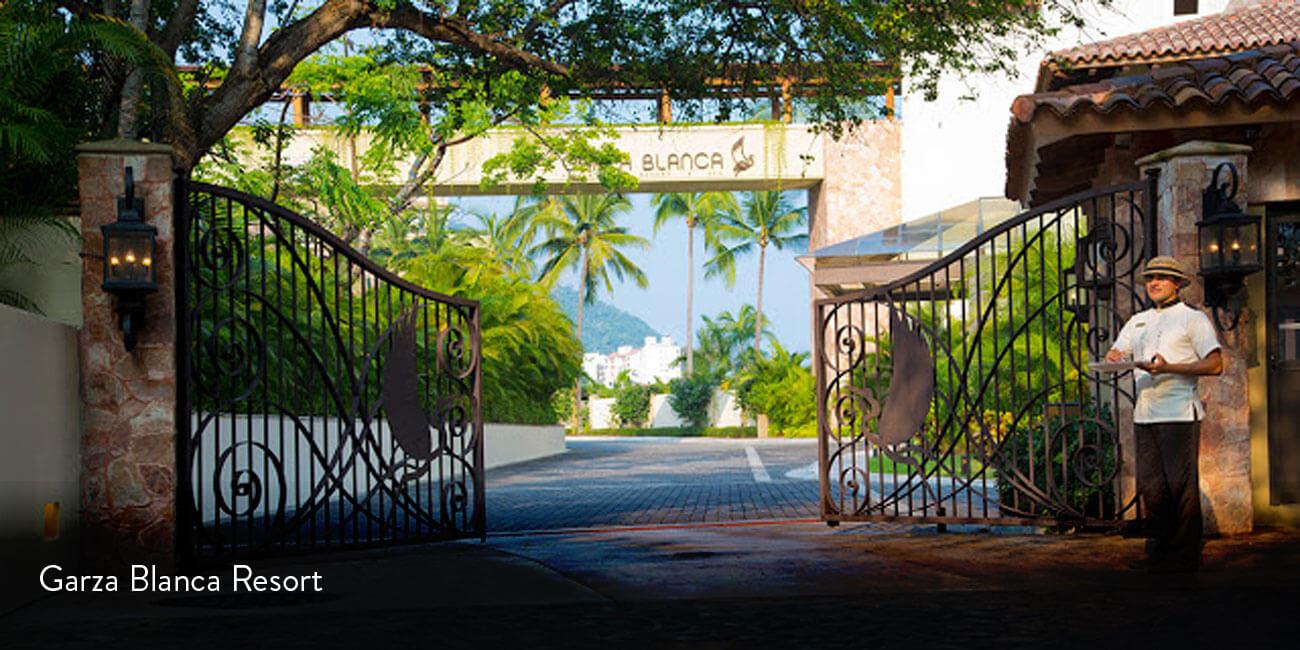 garza_blanca-entrance_gate
